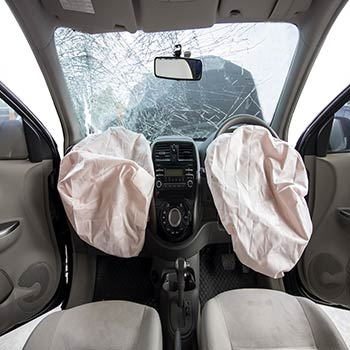 Traumatic Injury Lawyer Tampa - Photo of a vehicle with both airbags deployed